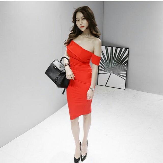 Graceful Asymmetrical Inclined Shoulder Pencil Dress
