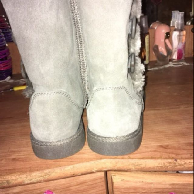 Grey look alike uggs. Their in perfect condition. Their in a size 8 willing to change the price.