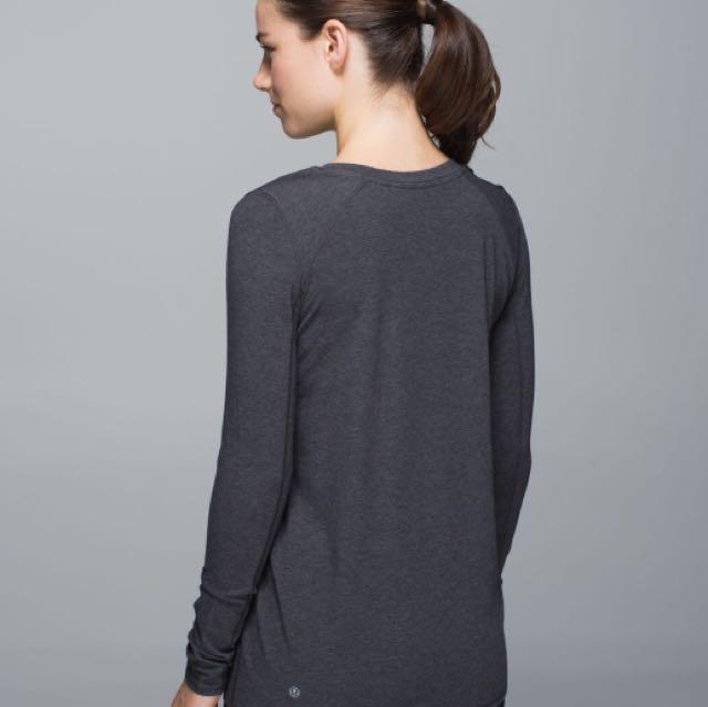 Lululemon free your zen long sleeve size 4