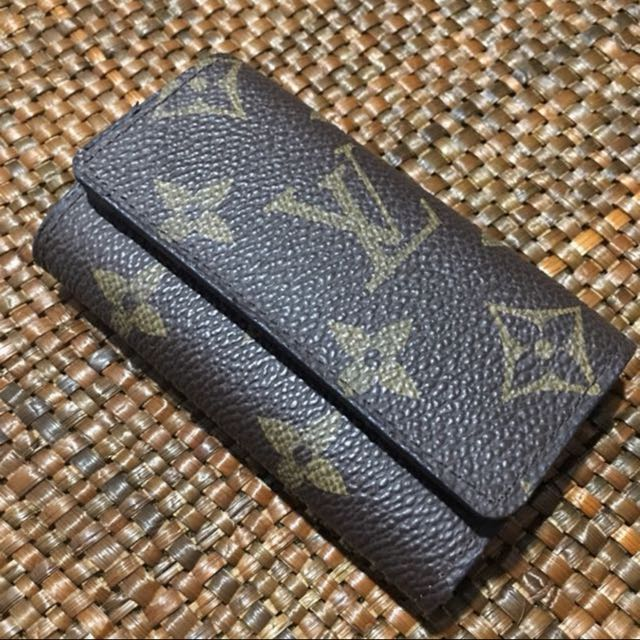 LV KEY HOLDER AND WALLET