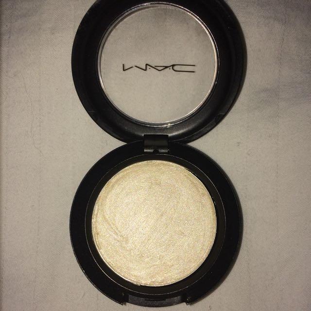 MAC Cream Colour Base (Pearl)