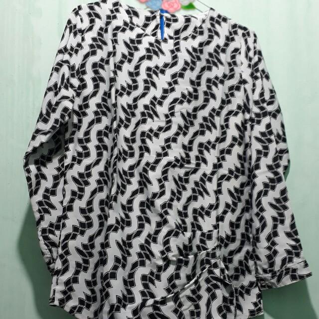Monochrome blouse tali
