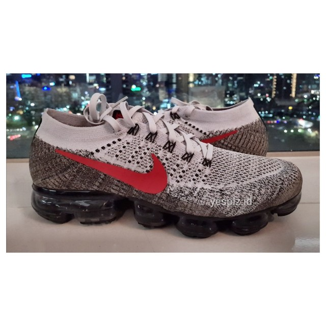 d3bfe3aabc Nike Vapormax Red Grey OG 2018, Men's Fashion, Men's Footwear on Carousell