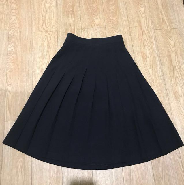 Size 6 high waisted pleated black skirt