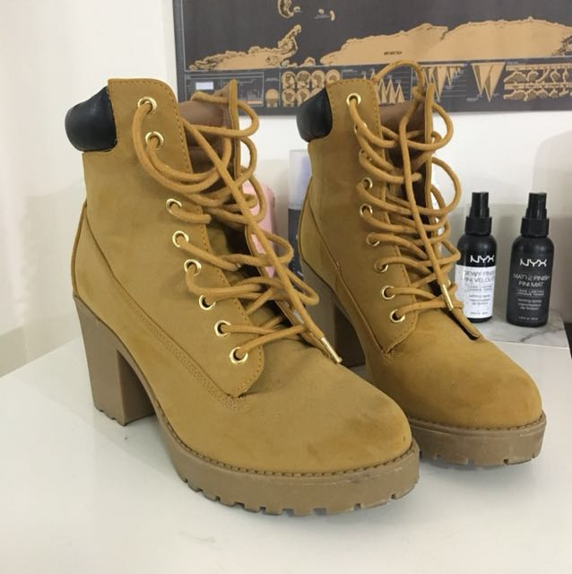 Size 8 | Famous Footwear Timbs