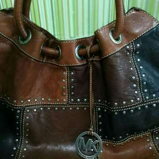auth MK bag leather  used  once (flawless)