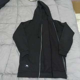 Tsuishit 黑色 長版 素面 棉外套