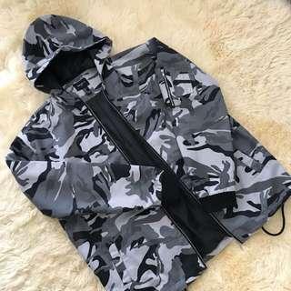 F21 Camo zip Jacket