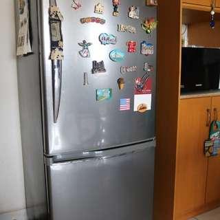 Kulkas panasonic 2 pintu