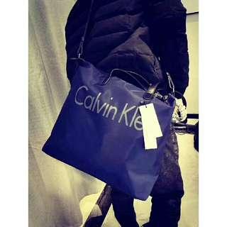 AUTHENTIC F .0 CALVIN KLEIN MESSEGGER BAG