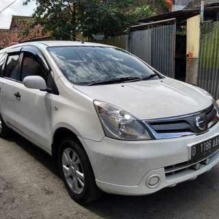 Nissan grand Livina sv mt 2013 putih