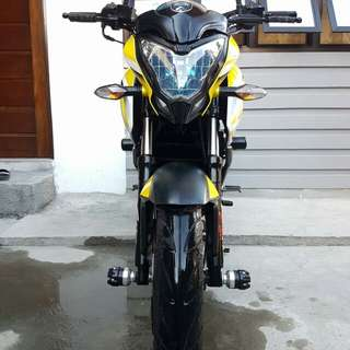 Rouser 200NS 2015 Model Yellow