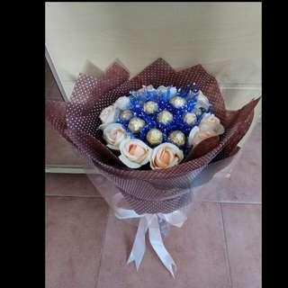 😘💐情人節  金莎仿真花束  $500 💏💕 Valentine's Day Ferrero Rocher Imitation Flower Bouquet