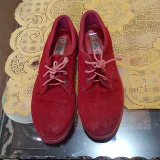 Sepatu khakikakiku / sepatu merah / sepatu maroon
