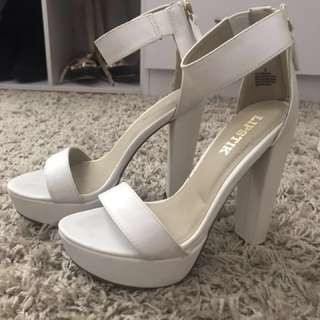 Windsor Smith Lipstik Believer white heels