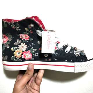 🚚 Cath Kidson Floral Navy Shoe