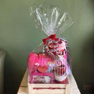 Valentines gift set Pillow Frame with Lindt chocolate in cage
