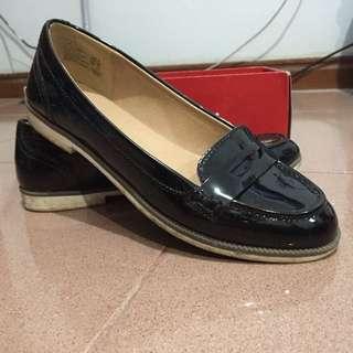 Flatshoes Hitam dari American Eagle by Payless