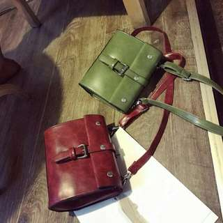 Retro sling bag Ready stock Material : pu Size : - Colour : red, brown, black, green, grey