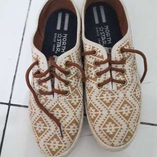 Flat shoes motif
