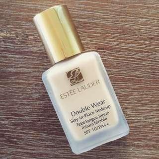 Estee Lauder Double Wear Foundation in shade warm vanilla