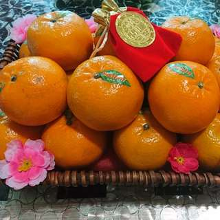 CNY lucky mandarin hamper with free Gold Foiled Favor