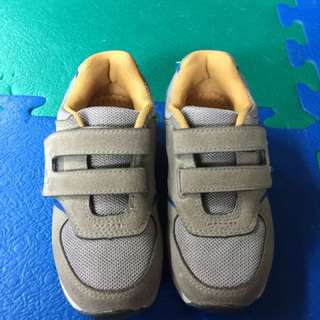 Preloved shoes for kids