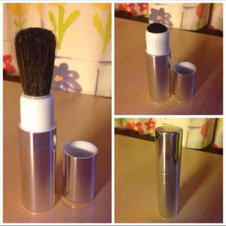 x5 Make up brush (Clinique)