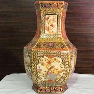 一生発発🤑発発🤑🤑30% OFF GREAT CNY GIFT/SALE {Collectibles Item - Vintage Vase} Vintage 清朝Qing Dynasty 雍正御製(Yongzheng Yu Zhi) Beautiful Gold Trimming 金丝綫 Porcelain Vase Come With Box