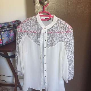 Authentic Warehouse Lacy blouse