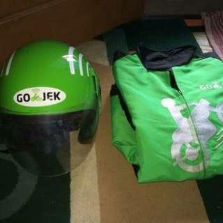 Helm dan jaket gojek
