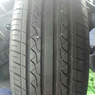 Tayar Second maxxis185/65/15..condition bunga n tyre 90% ade satu je nak lego