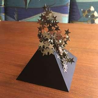 1979 PYRAMID create magnetic Art design