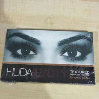 Rose Gold Edition - Huda Beauty Textured Shadow Pallete - Left 3 Stock