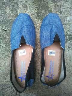 Sepatu slip on model wakai