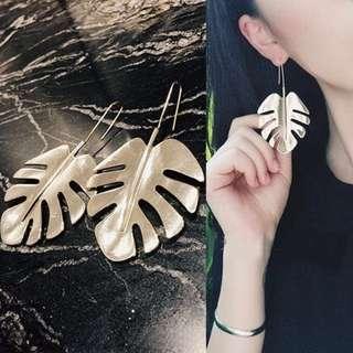 Leafe style earrings