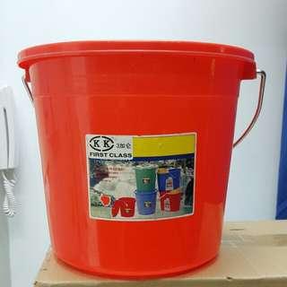 三加侖紅膠桶(高25cm, 直徑28.5 cm)