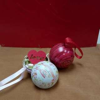 金屬瓷,禮物盒或吊飾。