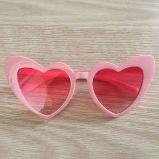 Heart shaped sunnies - pink/red