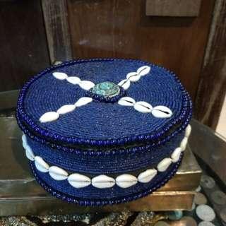 Bekas barang perhiasan manik