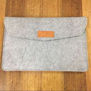 Laptop Sleeve (Amazon Basics)