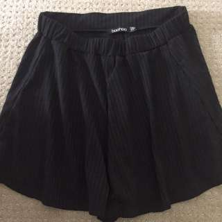 black boohoo shorts loose fit
