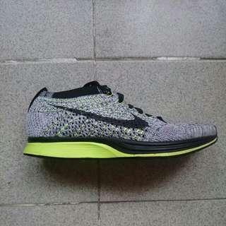 Nike flyknit racer (oreo volt)