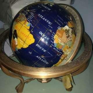 Globe ceramic