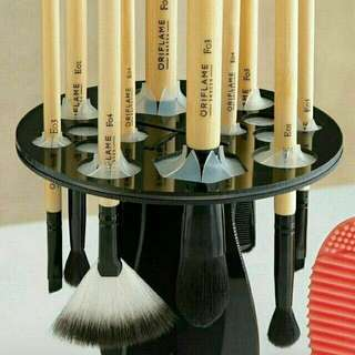 Make-up brush stand