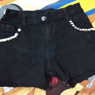 Celana pendek UK M