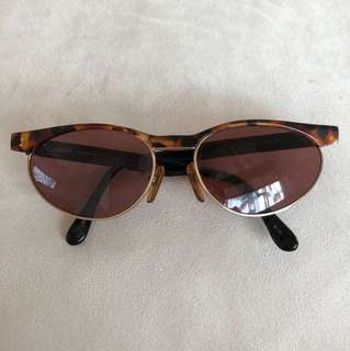SAFARI brand sunglasses