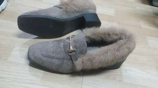 Soft shoes.size 40 soft and warm shoes .this Shoes used just 2 days onley