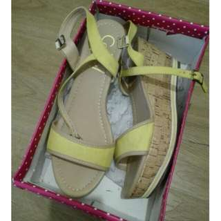 So Fab yellow wedge size 40