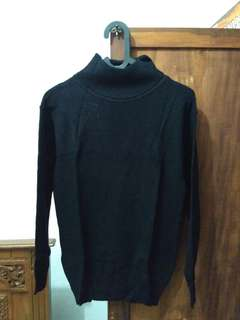 Rajut Turtle neck hitam
